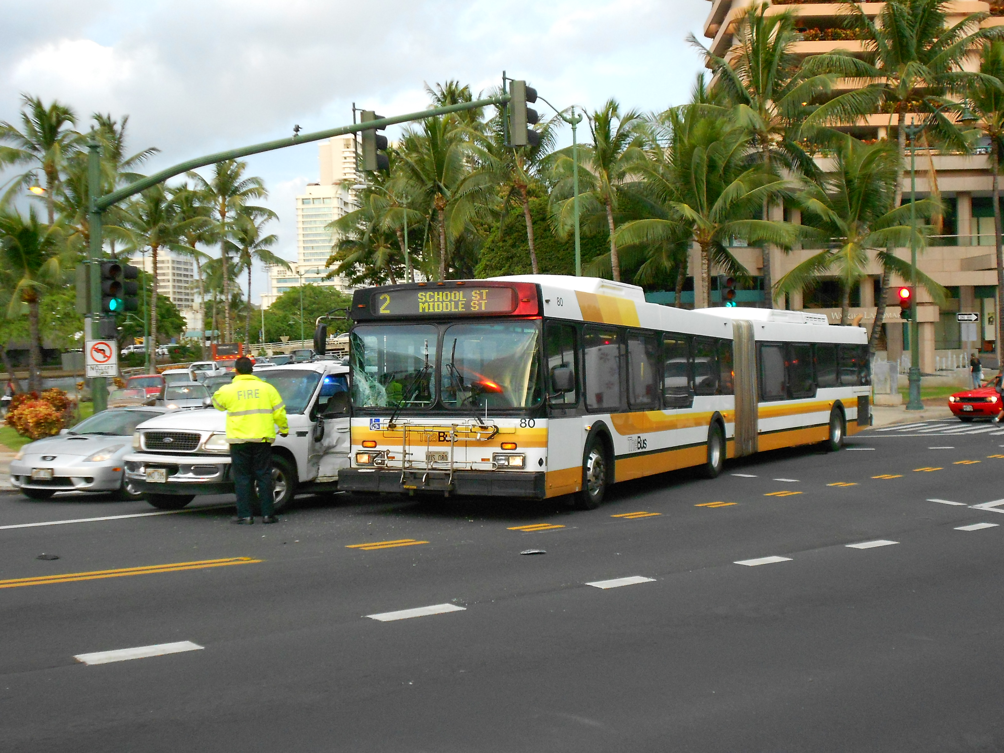 TheBus_New_Flyer_D60LF_(080)_on_Kalakaua_Avenue_(Accident)_2011-05-14